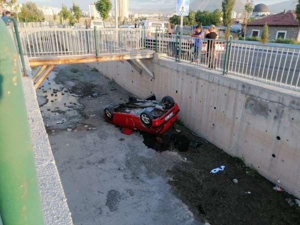 Otomobili ekspere götürürken kaza yaptılar: 3 yaralı