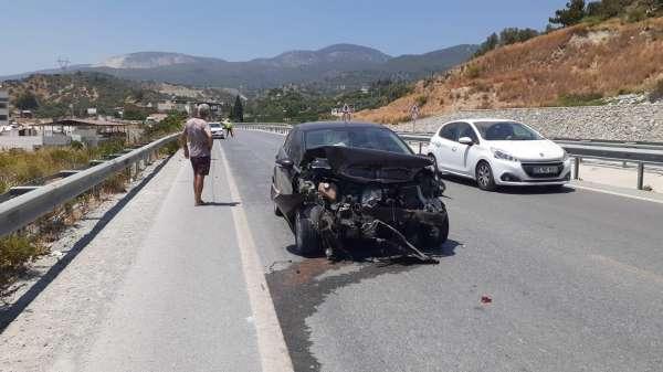 Sökedeki kazada otomobil bariyerlere çarptı
