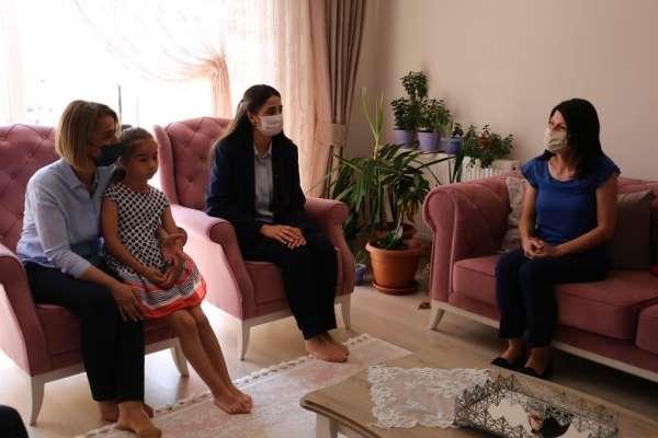 Vali Becel, şehit Semih Turgutun eşi Nevin Turgutu ziyaret etti