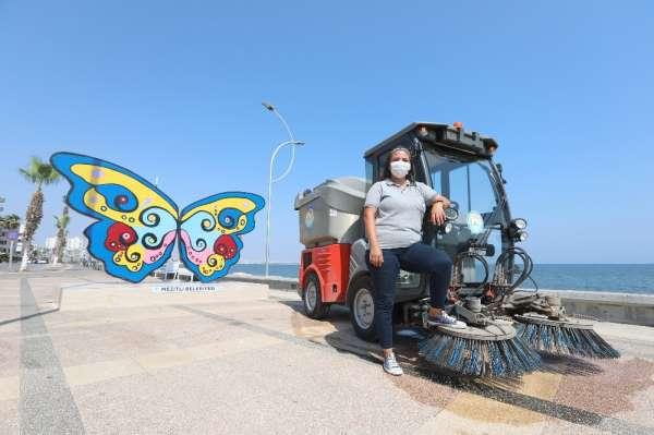 Üniversite mezunu Meltem, 6 yıldır Mezitli sokaklarını temizliyor