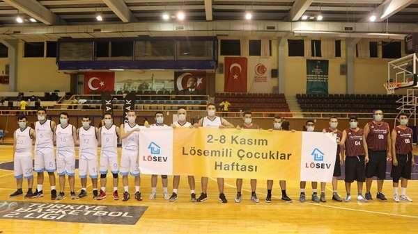 Gediz Elektrik Basketbol Takımı, lösemili çocuklar için maske takarak farkındalı