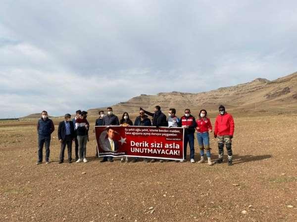 Derik'te şehit Kaymakam Safitürk için yamaç paraşütü etkinliği yapıldı