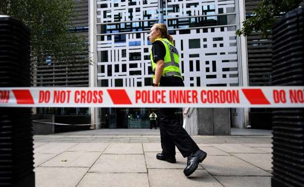İngiltere İçişleri Bakanlığı önünde bıçaklı saldırı