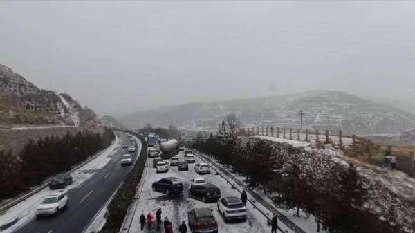 Çin'de kar zincirleme kazaya neden oldu