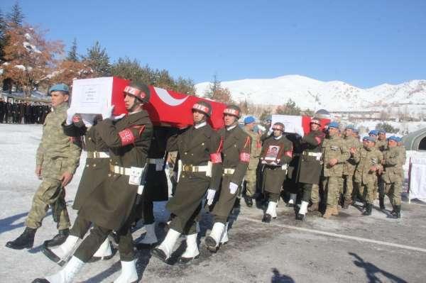 Hakkari'de eğitim kazasında şehit olan askerler için tören düzenlendi