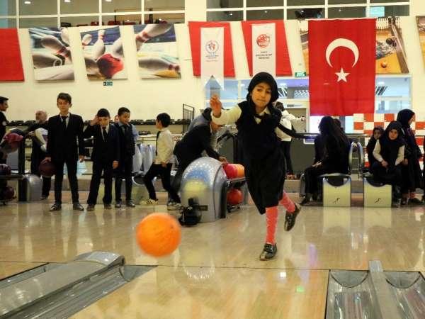 Öğrenciler hayatlarında ilk kez deniz gördü, bowling oynadı