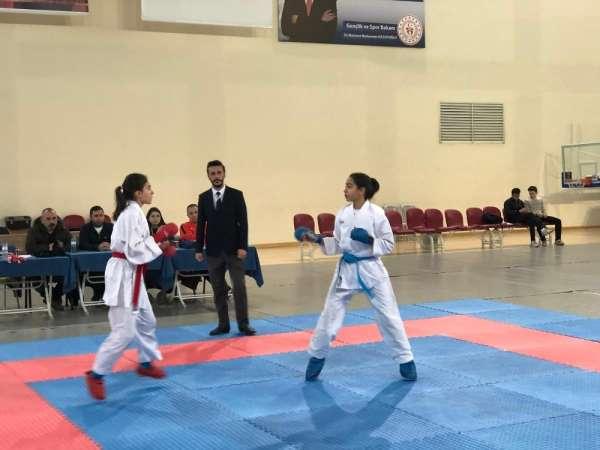 Okullar Arası Karate Genç (A-B) İl Birinciliği Müsabakaları Tamamlandı