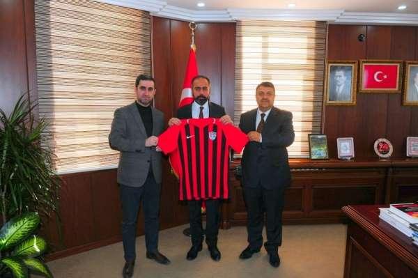 Rektör Şevli'ye Van Spor FK forması