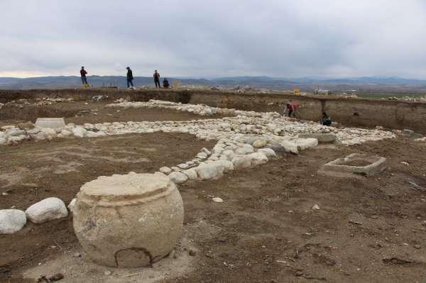 Amasya'da 2 bin 500 yıllık ateş tapınağı bulundu