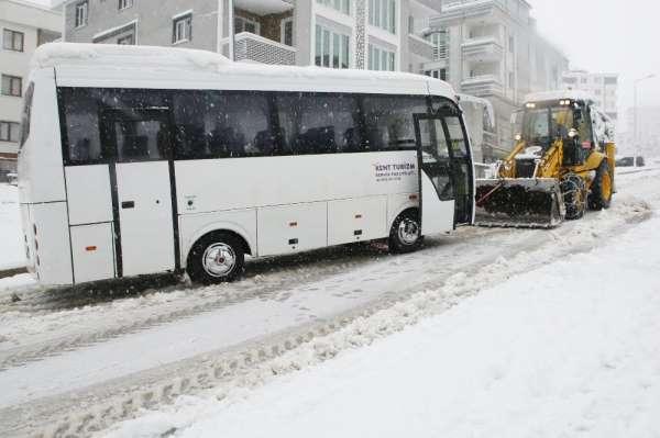 Atakum Belediyesi tüm ekipleriyle karla mücadelede