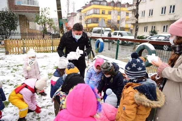 Başkan Tören, çocukların kar mutluluğuna ortak oldu