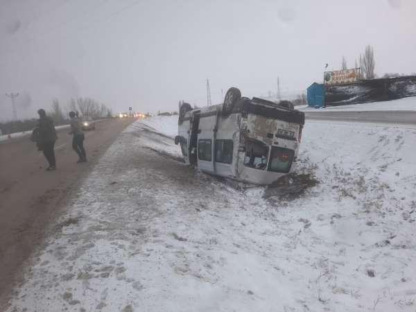 Başkent'te minibüs kazası: 10 yaralı