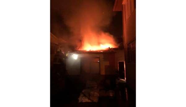 Burhaniye'de bir apartmanın kazan dairesinde çıkan yangın korkuttu