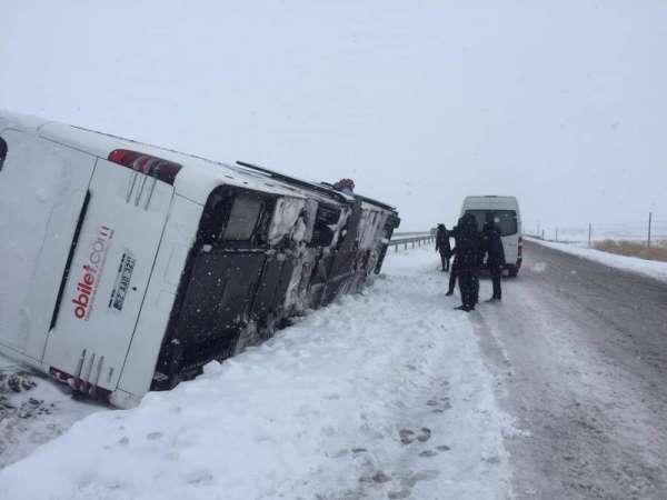 Fatsa Belediyespor kafilesini taşıyan otobüs Kırıkkale yakınlarında devrildi