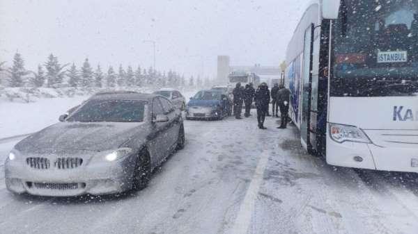 Kazalar otoyolu trafiğe kapattı
