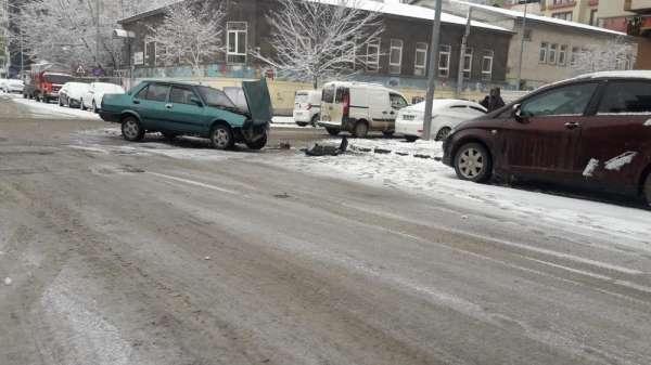 Karsta kar yağışı kazalara neden oldu