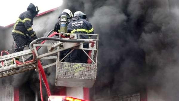 Samsunda dış cephe yalıtım imalathanesi alev alev yandı