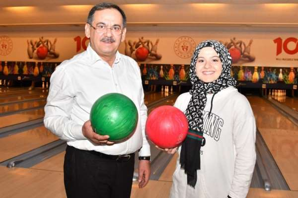 Başkan Demir'den okullar açılınca öğrencilere 'bowling' sözü
