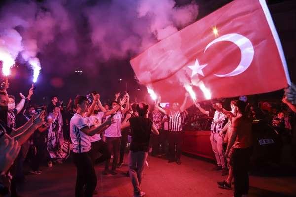 Ankarada Beşiktaş taraftarının şampiyonluk sevinci