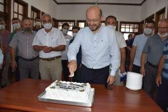 Başkan Özcan'a sürpriz doğum günü kutlaması