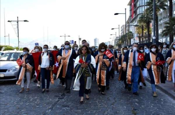 İzmir Demokrasi Üniversitesinden 'Demokrasi Yürüyüşü'