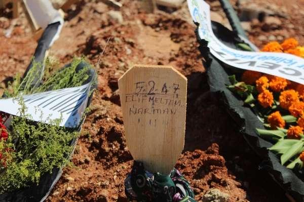 Düğün davetiyesi dağıtırken kazada ölen kadının cenazesi Antalyada toprağa veri