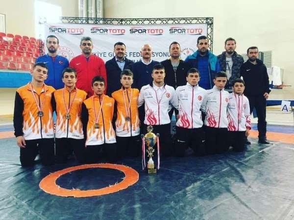 Kayseri Güreş Eğitim Merkezi'nden Milli Takım'a 9 sporcu