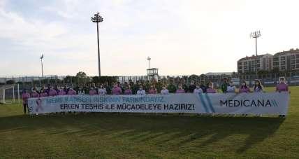 Bursaspor antrenmanında meme kanserine dikkat çekildi