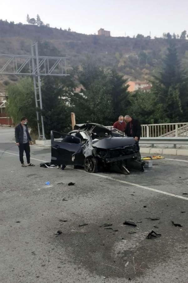 Feci kazada genç sağlıkçı ağır yaralandı