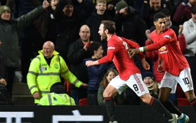 Manchester United, turu geçti