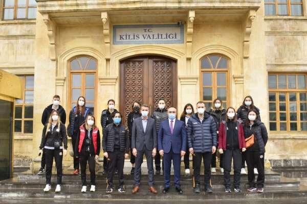 Sakaryalı Voleybol takımında Vali Soytürk'e ziyaret