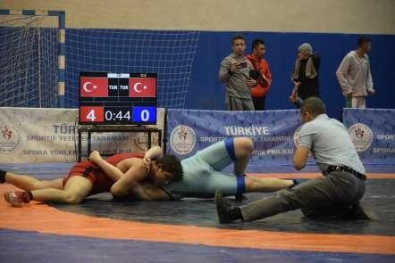 Güreş Grup Karşılaşmaları Burdur'da devam ediyor