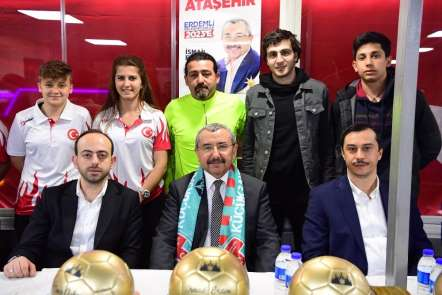 İsmail Erdem'den Ataşehirli spor kulüplerine tam destek