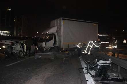 Basın ekspres yolunda trafik kazası... 3 yaralı