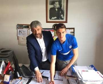 (Özel Haber) Galatasaray ve Beşiktaş'ın radarındaki isim profesyonel sözleşme im