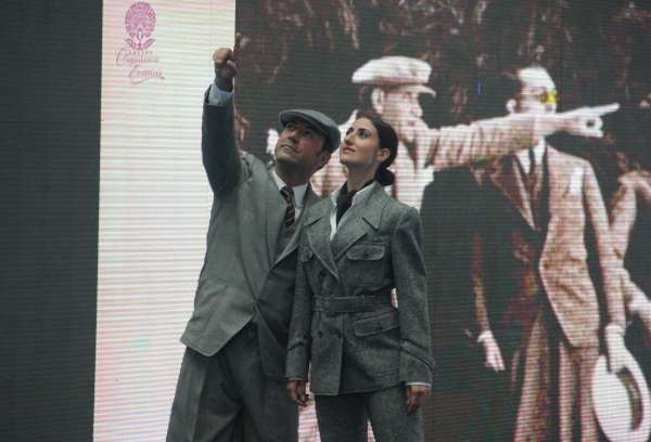 Samsun'da mankenler Atatürk'ün giysilerini sergiledi