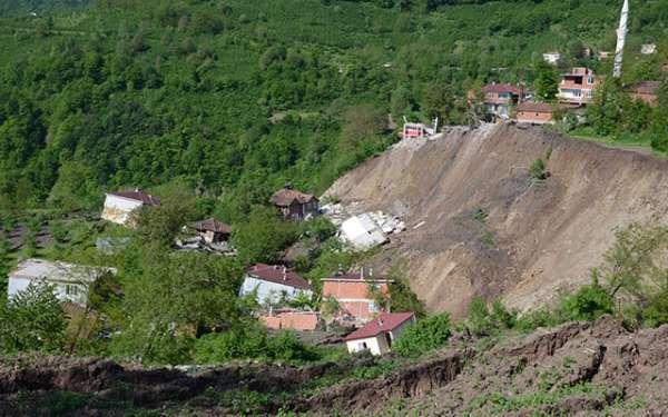 Karadeniz'de o mahallede 15 ev yıkıldı