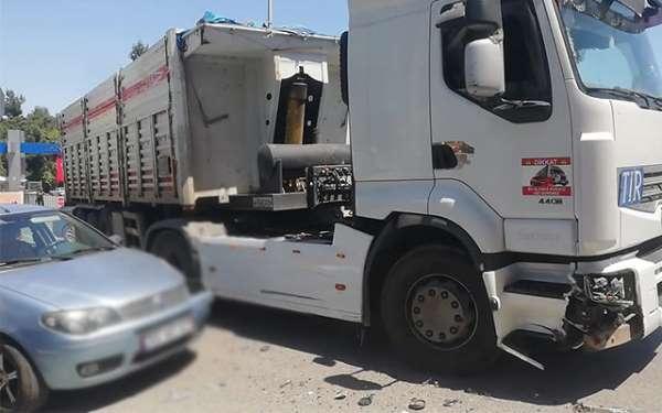 Samsun'da Tır ile otomobil çarpıştı