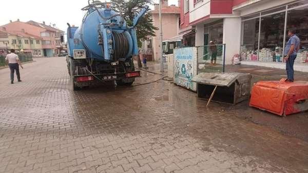Aslanapa'da çöp konteynerleri ilaçlanıyor