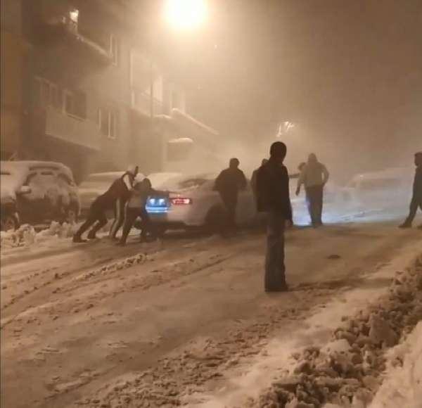 Bursa'da kar kazaları kameradaSürücüler zor anlar yaşadı