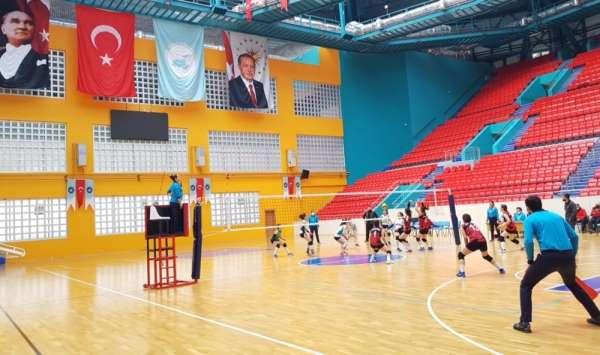 Van Büyükşehir Belediyesi Kadın Voleybol Takımı Şırnak ekibini mağlup etti