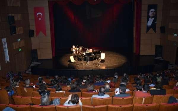 Ünlü sanatçı Cihat Aşkından OMÜde konser