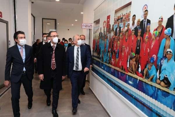 Bakan Kasapoğlu, Denizli Büyükşehrin spor yatırımlarını inceledi