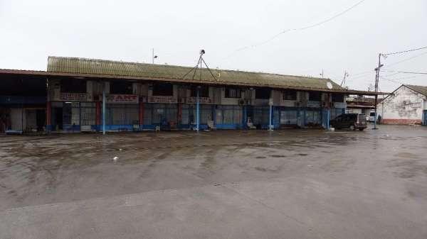 Hamsi ve kıyı balıkçılarının getirdiği balık olmayınca Trabzon Toptancı Balık Hali ve tezgahlar boş kaldı