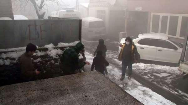 (Özel) Ataşehir'deki yangında patlama anı kamerada