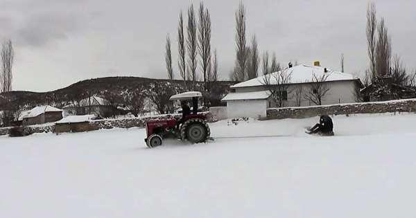 Traktör tekeri ile kayak keyfi