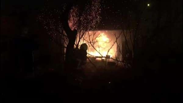 Amasyada metruk evde çıkan yangın söndürüldü