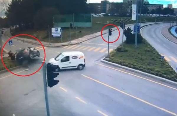 Kırmızı ışık ihlali faciası: 1 kişinin öldüğü, 3 kişinin yaralandığı kaza kamerada