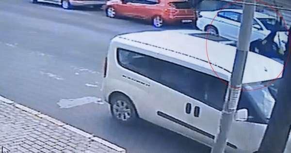 (Özel) Avcılarda feci kaza, araba çarpan kadının havaya savrulması kamerada