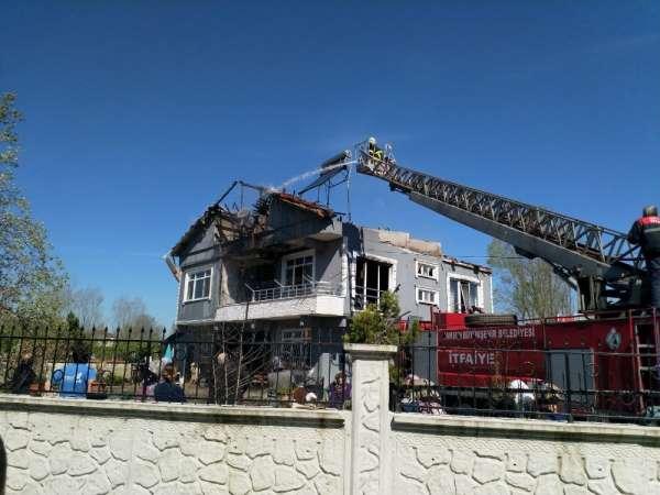 Patlayan televizyon evi yaktı